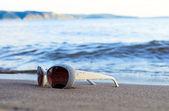 海滩上的眼镜 — 图库照片