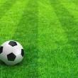 campo de fútbol rayas verdes con balón de fútbol — Foto de Stock