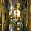 Small venetian canal at night — Foto Stock