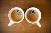 Twee whte kopjes met espresso — Stockfoto