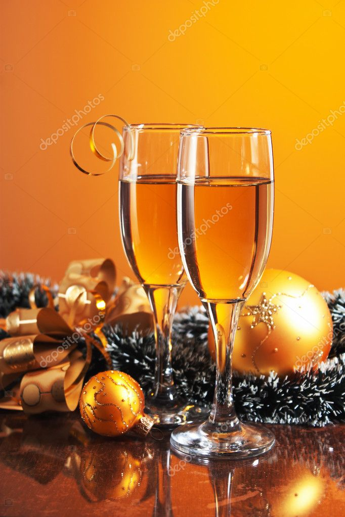 Two glasses of wine and Christmas decoration — Stock Photo #12121069