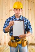 工人与剪贴板 — 图库照片