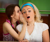 Girls gossiping in the kitchen — Stock Photo