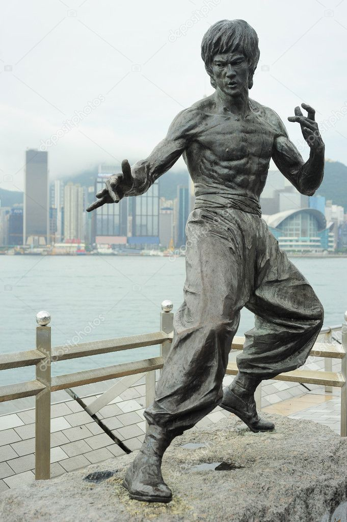 Statue of Bruce Lee at Avenue of Stars n Hong Kong — Stock Photo #10861353