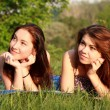 Two beautiful girls at a picnic — 图库照片