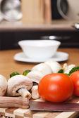 Ingrediente de comida na mesa da cozinha — Fotografia Stock