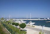 Marina z jachtów i łodzi — Zdjęcie stockowe