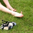 Womans bare feet on green grass — Foto Stock