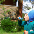 Child plays with bubbles — Stock Photo