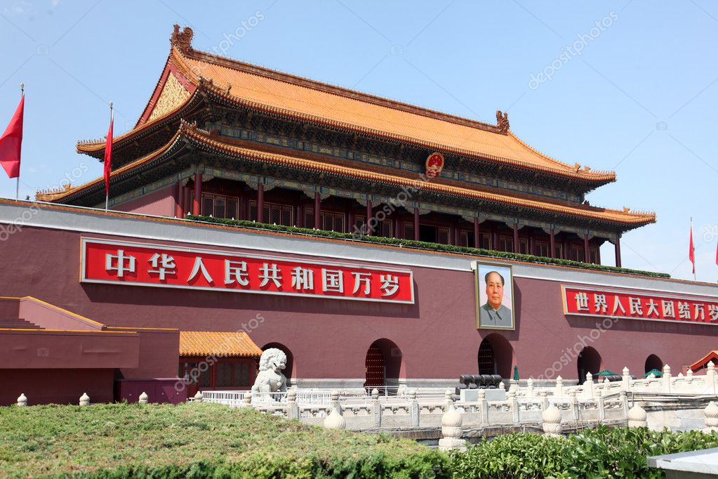 Tienanmen Gate (The Gate of Heavenly Peace), the main entrance to Forbidden City June 11, 2012 in Beijing, China — Foto Stock #11458483