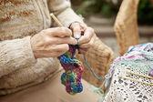 Vrouw kntting — Stockfoto