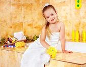 Child washing in bubble bath . — ストック写真