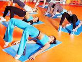 Femmes dans les cours d'aérobic. — Photo