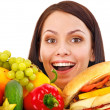 Woman choosing between fruit and hamburger. — Стоковая фотография