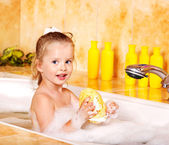 Child washing in bubble bath . — Stock fotografie