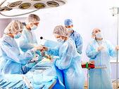 Cirurgião no trabalho em sala de cirurgia. — Foto Stock