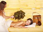 Dziewczyna w saunie. — Zdjęcie stockowe