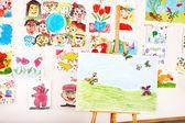 Cavalete na aula de arte — Fotografia Stock