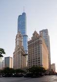 箭牌建筑和特朗普塔芝加哥 — 图库照片
