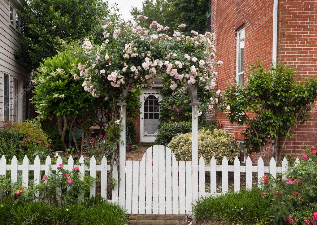 cerca para jardim branca : cerca para jardim branca: sobre cercas brancas — Fotografias de Stock © steveheap #10810281