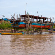 Houses on stilts on Lake Tonle Sap Cambodia — Stock Photo