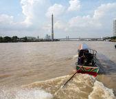 Boat on Chao Phraya river Rama Bridge — Stock Photo