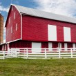 Traditional US red painted barn on farm — Stock Photo #11831998