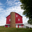 Traditional US red painted barn on farm — Stok fotoğraf