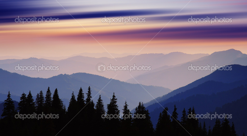 Landscape with mountains under morning sky with clouds — Stock Photo #11058579