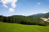 Beautiful blue sky and rock high up in Carpathian mountains. — Stockfoto