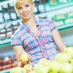 Woman shopping fruits — Stock Photo