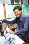 Retrato de homem indiano alfaiate — Foto Stock