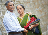 Lyckliga indiska vuxna par — Stockfoto