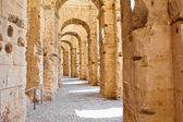 Ancient arches of ruins in Tunisian Amphitheatre in El Djem, Tunisia — Stock Photo