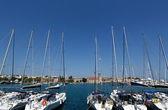 Småbåtshamnen mandraki, rhodos, grekland — Stockfoto