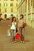 Couple of Women with Shopping Bags — ストック写真