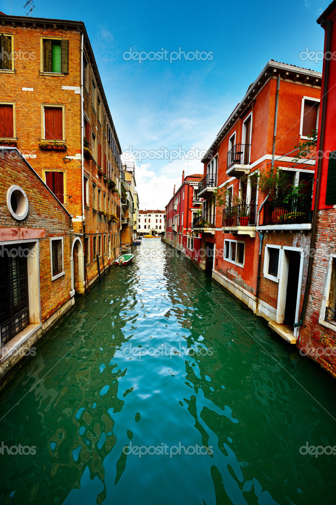 The Narrow Canal- the Street in Venice — Stock Photo #11545040