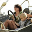 Mother and child in car — Stockfoto