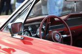 Retro czerwony samochód — Zdjęcie stockowe