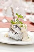 Batata assada com molho de creme de leite — Fotografia Stock