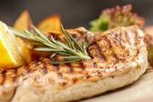 Kavrulmuş patates ile tavuk — Stok fotoğraf