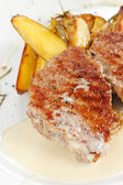 Grillowany stek z ziemniakami — Zdjęcie stockowe