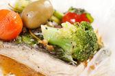 рыба с овощами — Стоковое фото