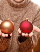 рождественский бал в руках — Стоковое фото