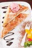 Apple strudel with ice cream — Stock Photo