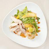 Kip met groenten — Stockfoto