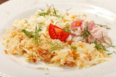 Jajecznica z boczkiem i pomidor — Zdjęcie stockowe