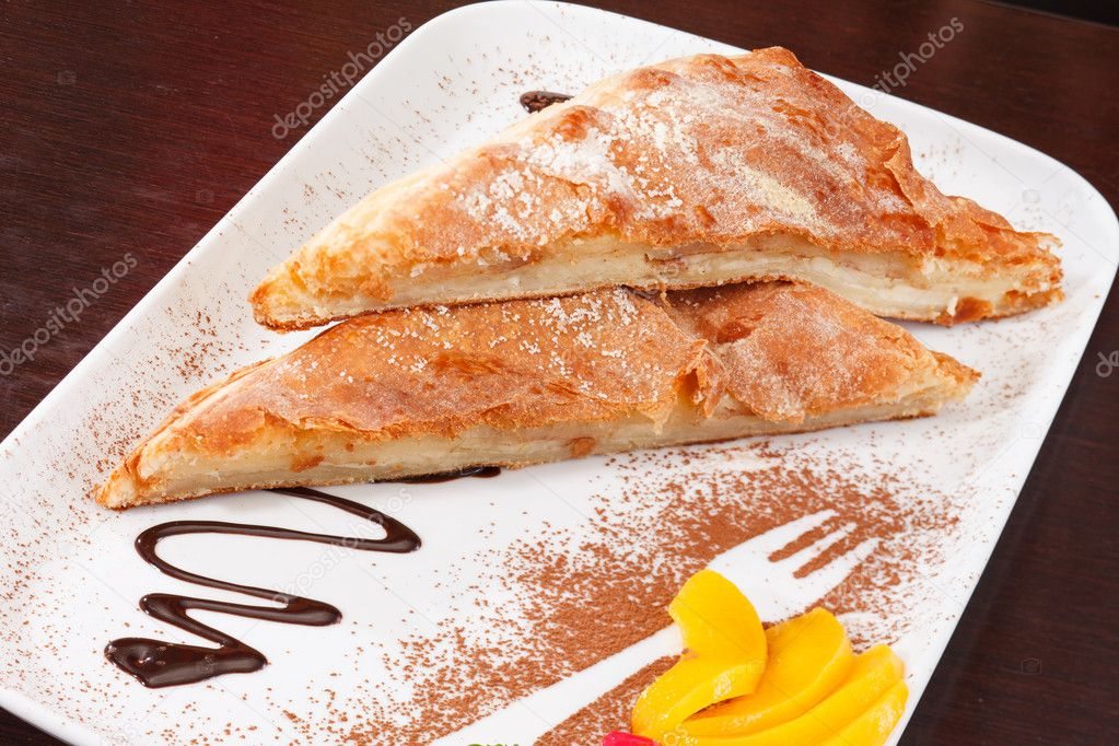 Apple strudel with  ice cream — Stock Photo #12040882