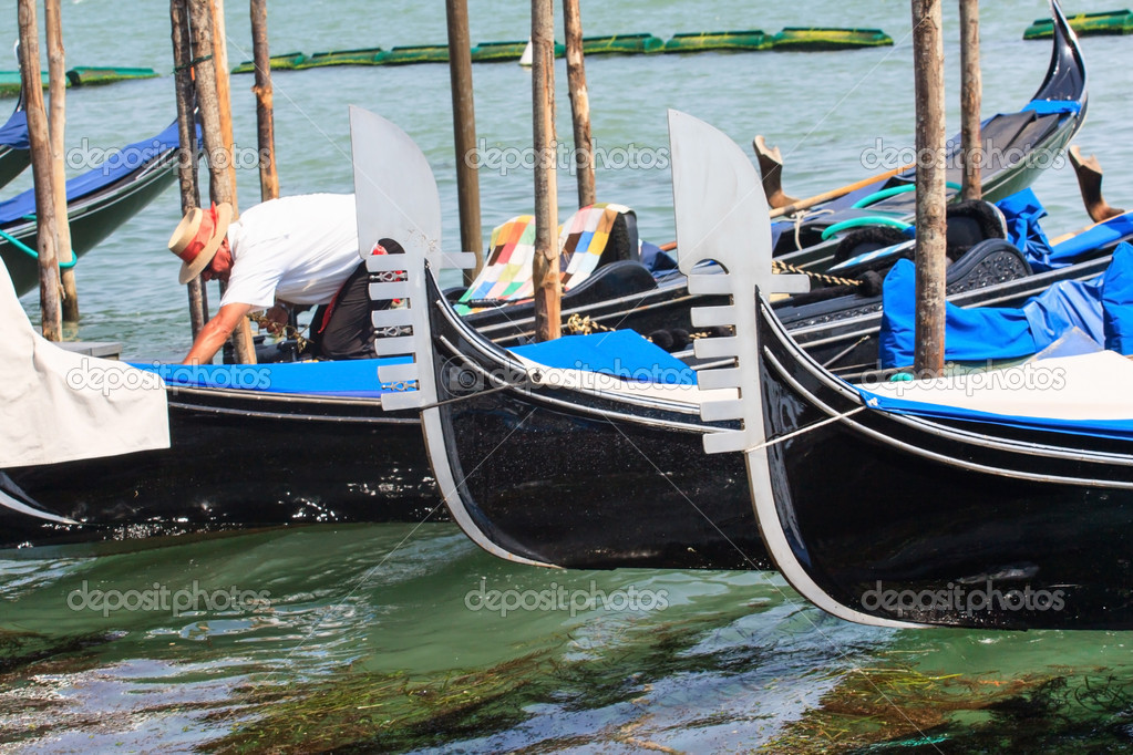 Gondolas in Venice — Stock Photo #12042585
