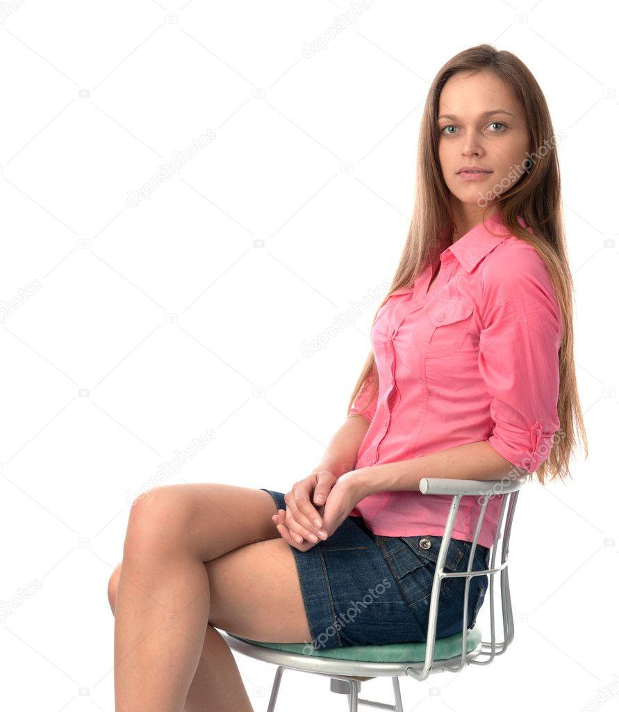 jeune jeune femme assise sur une chaise photographie spaxiax 10769424. Black Bedroom Furniture Sets. Home Design Ideas